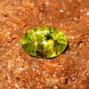 Batu Peridot Oval 0.85 carat Harga Murah