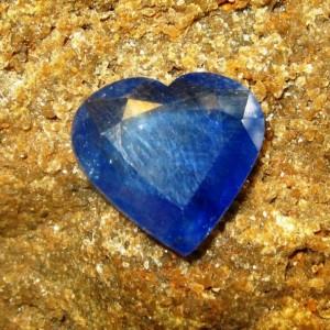 Safir Biru Bentuk Hati 4.40 carat Lead Glas Filled