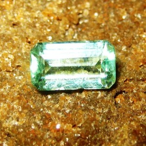 Batu Zamrud Kolombia VVS Hijau Terang 1.51 carat