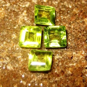 4 pcs Peridot Kotak 1.35 carat