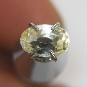 Batu Safir Kuning Muda Terang 0.68 carat
