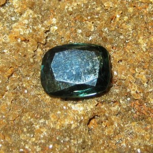 Permata Sapphire Cushion 0.99 carat Warna Bluish Green