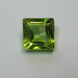 Peridot Kotak 4mm 0.90 carat