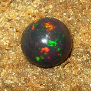 Batu Mulia Black Opal Jarong Warna Warni 2.29 carat