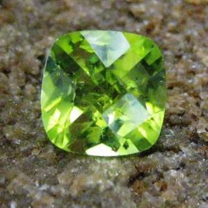 Batu Permata Natural Peridot Cushion 7mm 1.75 carat