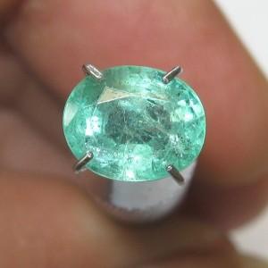 Zamrud Hijau Oval 1.37 carat
