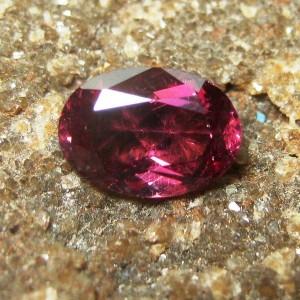 Batu Permata Rhodolite Garnet 1.00 carat Oval Cut