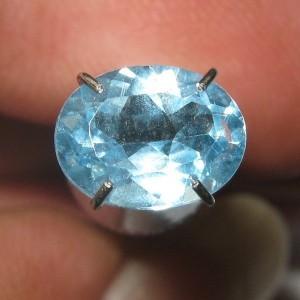 Batu Topaz Oval Sky Blue 1.45 carat