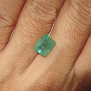 Batu Zamrud 2.56 carats Dijual dengan Harga Bersahabat