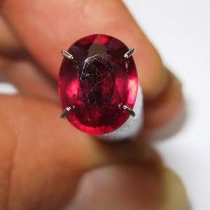 Ruby Oval Merah Pekat 2.42 carat