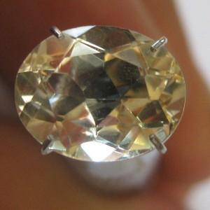 Citrine Kuning Muda Terang Oval 2.40 carat