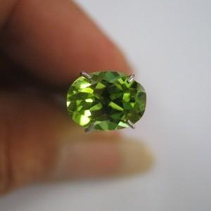 Peridot Hijau Oval 1.60 carat