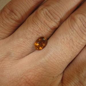 Batu Citrine Oval 1.03 cts yang bagus untuk cincin wanita dan pria