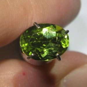 Peridot Hijau Oval 1.40 carat