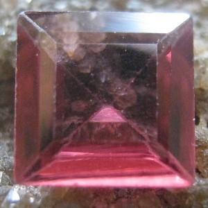 Garnet Merah Kotak 0.50 carat