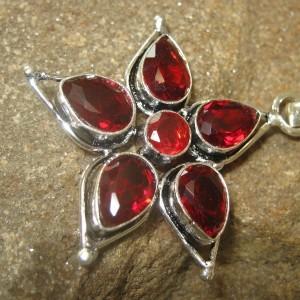 Liontin Bintang Garnet Merah CZ