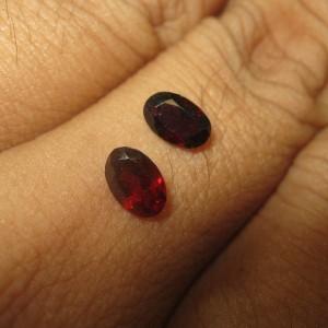 2 Pcs Garnet Oval Kecil 1.00 carat