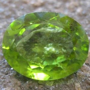 Peridot Hijau Oval 5.25 carat