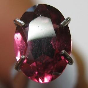 Oval Rhodolite Garnet 0.90 carat