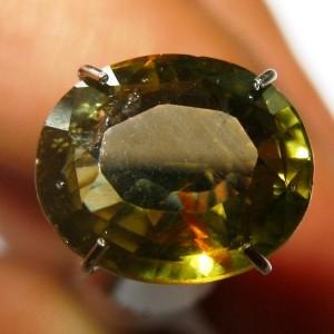 Batu Mulia Zircon Asli Warna Kuning Kehijauan 3.60 carat Oval Cut