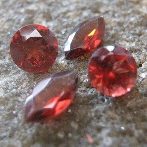 4 Pcs Garnet Merah Mix Shape 1.75 carat