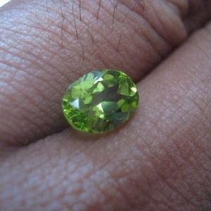 Peridot Alami Oval Cut 1.65 carat