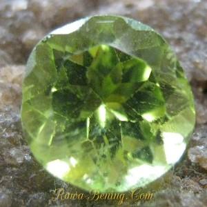 Round Cut Peridot Greenish 1.00 carat