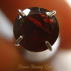 Round Red Garnet 0.95 carat