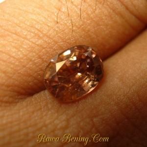 Batu permata zircon alami asli
