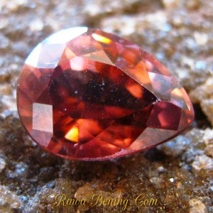 batu permata zircon warna merah