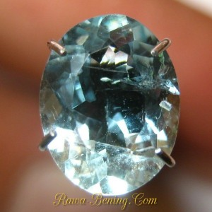 harga batu mulia Oval Light Blue Aquamarine 1.60 carat