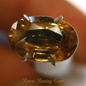 Batu Permata Orangy Yellow Oval Zircon 2.08 carat