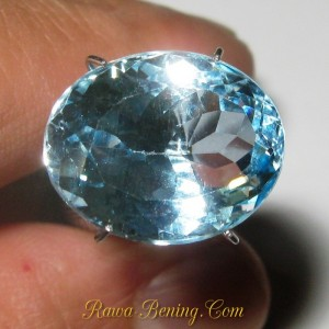 Batu Permata Exlusive Ice Blue Topaz Oval Cut 10.00 carat www.rawa-bening.com