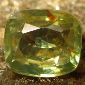 Sale Batu Mulia Berkualitas Cushion Greenish Yellow Zircon 1.82 carat www.rawa-bening.com