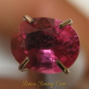 Jual Batu Mulia Pinkish Ruby Oval Imut 0.85 carat