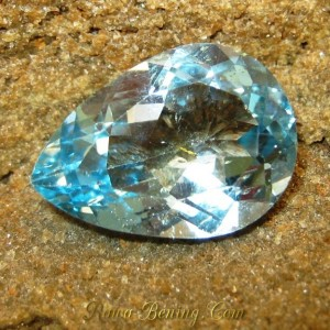 Batu Permata Natural Topaz VS 12.68 carat Bentuk Tetes Air