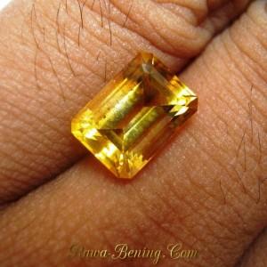 Yellow Rectangular Citrine VSI 3.20 carat exclusive jewelry grade