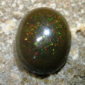 Black Opal Rintik Merah 2.25 carat Tembus gan!!
