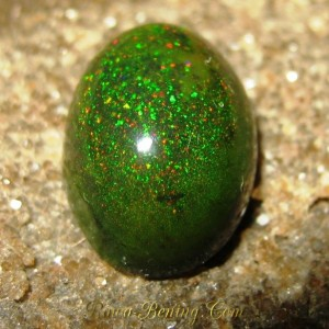 Black Opal Rintik Hijau Neon 2.55 carat