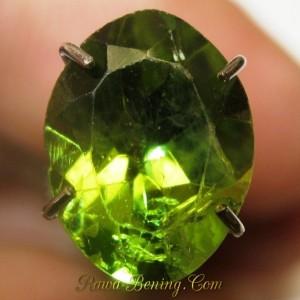 Jual Batu Peridot Hijau Segar Oval 1.75 carat Harga Murah