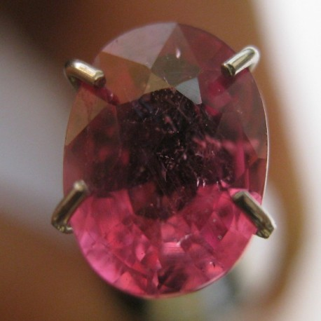 Batu Mulia Natural Top Fire Pinkish Ruby Oval 1.30 carat