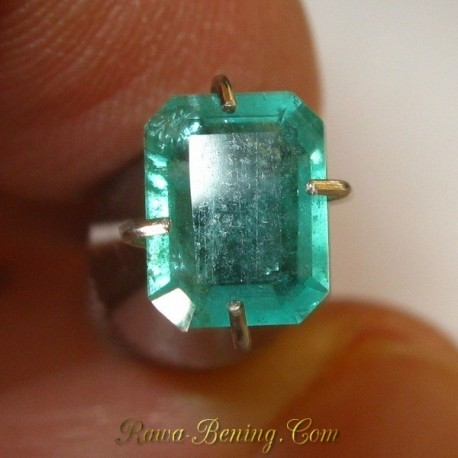Batu Zamrud 0.87 carat Bentuk Kotak Panjang