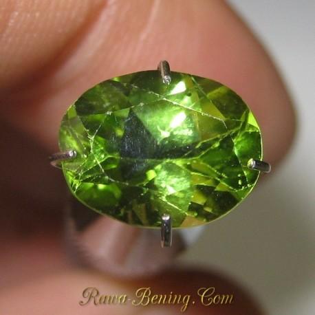 Batu Permata Yellowish Green Peridot Oval 2.25 carat