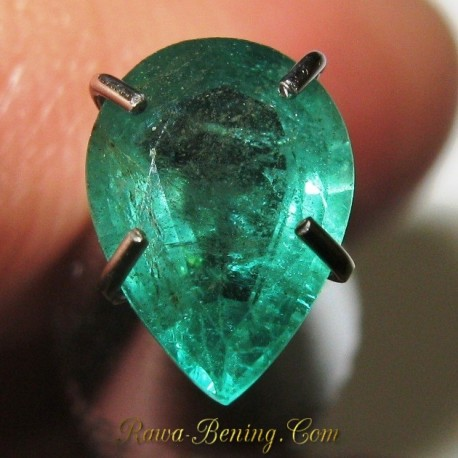 Batu Zamrud Tetes Air 0.66 carat Kualitas Bagus