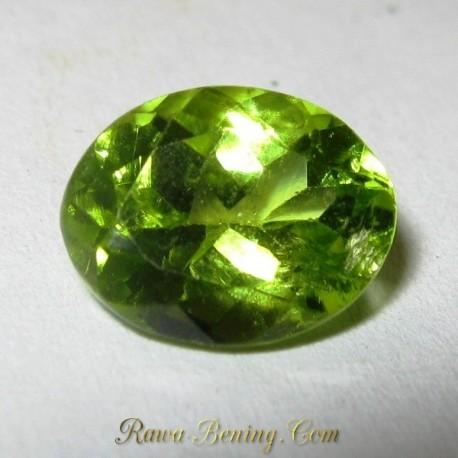 Batu Mulia Asli Oval Greenish Peridot 2.15 carat