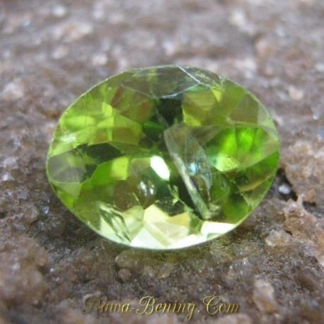 Batu Mulia Oval Greenish Peridot 1.90 carat