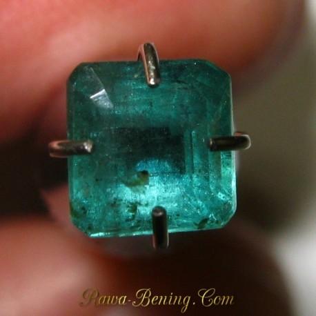 Batu Mulia Natural Octagon Emerald VVS 0.72 carat