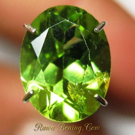 Batu Mulia Natural Peridot Oval Greenish 1.95 carat