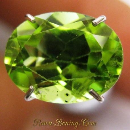 Diskon Batu Permata Peridot Hijau Indah Oval Cut 2.30 carat www.rawa-bening.com