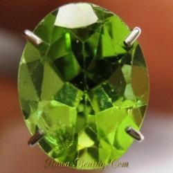 Promo Batu Permata Peridot Hijau Segar Oval Cut 1.75 carat www.rawa-bening.com